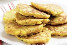 Add zucchini, carrot and corn to these easy pancakes which are perfect for vegetarians. Vegetable Pancakes, Savory Pancakes, Pancakes Easy, Pancakes And Waffles, Savory Snacks, Cheese Pancakes, Savoury Recipes, Shredded Zucchini Recipes, Baby Food Recipes