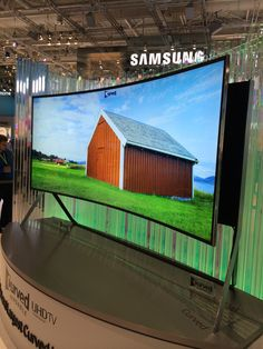 Samsung UHD bøybar skjerm!! Er heilt sikker på at eg fortjene en sånn!!