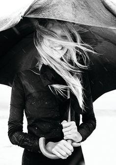 Llevar paraguas y mojarse igual..