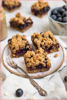 blueberry crumble bars on white plate – - Fiesta casera Healthy Vegan Desserts, Vegan Snacks, Healthy Foods To Eat, Vegan Recipes, Diet Desserts, Vegan Sweets, Vegan Food, Fall Recipes, Healthy Snacks