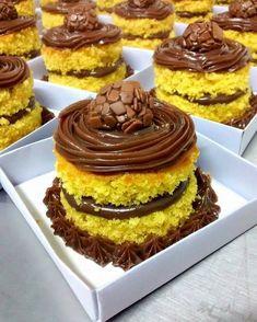 Chocolate Strawberry Cake, Blackberry Recipes, Bowl Cake, Savoury Cake, Mini Cakes, Chocolate Recipes, Baked Goods, Cake Decorating, Bakery