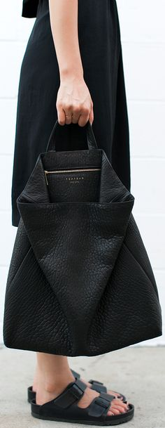 all black birkenstock sandels and leather bag Moda Fashion, Fashion Bags, Womens Fashion, Net Fashion, Fashion Outfits, Minimalist Wardrobe, Minimalist Fashion, Vogue, Capsule Wardrobe