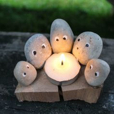 Need an outdoor craft for our next camping trip? Make this Campfire Family Camping Rock Craft using pebbles and a tea light candle. Stone Crafts, Rock Crafts, Cute Crafts, Camping Checklist Family, Family Glamping, Pebble Painting, Pebble Art, Family Crafts, Crafts For Kids