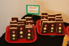Stop Light Cookies (Pinewood Derby Refreshment Idea) - Rice Krispie Treats cut into rectangles, one side coated with chocolate icing, and red/yellow/green M&M's. Disney Cars Party, Disney Cars Birthday, Race Car Birthday, Race Car Party, 2nd Birthday, Race Cars, Birthday Party Desserts, Cars Birthday Parties, Birthday Ideas