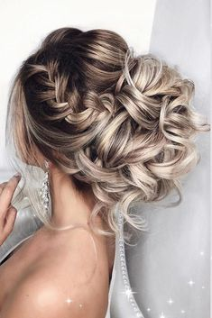 30 Best Elstile Wedding Hairstyles ❤️ We have some styles to be perfect inspiration for your bridal look. Elstile wedding hairstyles are perfect for brides with long or medium hair length. See more: Elstile Wedding Hairstyles Wedding Hairstyles Short Hair, Wedding Hairstyle Images, Wedding Hair Up, Box Braids Hairstyles, Formal Hairstyles, Bride Hairstyles, Bridal Hair, Hairstyle Ideas, Wedding Updo