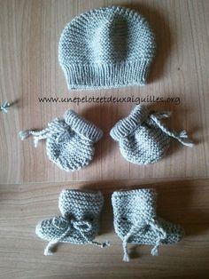 Tricoter un ensemble pour prématuré 28/30 semaines - Une pelote et deux aiguilles Knitted Hats Kids, Knitting For Kids, Crochet For Kids, Knit Crochet, Crochet Hats, Baby Hat Knitting Pattern, Baby Knitting, Knitting Patterns, Knitting Hats