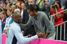 Kobe Bryant of the USA Mens Senior National team talks to The First Lady Michelle Obama after defeating France at the Olympic Park Basketball Arena during the London Olympic Games on July 2012 in London, England. Team Usa Basketball, Basketball Photos, Kobe Bryant Family, Kobe Bryant Nba, Barak And Michelle Obama, Kobe Bryant Quotes, Presidente Obama, London Olympic Games, Kobe Bryant Pictures