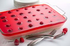 Raspberry Jello Cake Recipe - Perfect for parties and potlucks and it's kid-friendly! Raspberry Jello Cake Recipe, Jello Cake Recipes, Raspberry Mousse, Party Recipes, Cheesecake Recipes, Cool Whip Desserts, Cold Desserts, Holiday Desserts, Delicious Desserts