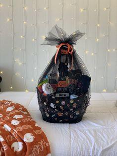 Spooky Halloween Crafts, Halloween Gift Baskets, Halloween Goodies, Halloween Birthday, Halloween Boo, Halloween 2019, Halloween Care Packages, Halloween Traditions, You've Been Booed