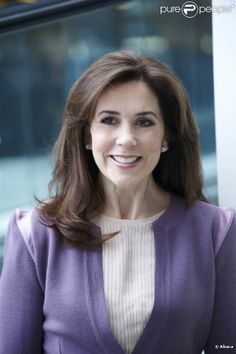 princesse Mary of Denmark, I so wish Kate Middleton would cut her hair like this! Princess Mary looks polished and put together, its long yet not too long, she looks sophisticated.