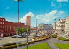 Wir wünschen Euch eine gute Woche mit dieser Aufnahme des Konrad-Adenauer-Platzes am Düsseldorfer Hauptbahnhof aus den 70er Jahren.