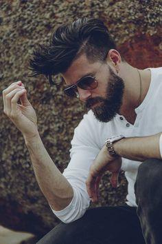 Mesmo com menos referências do estilo lenhador, a barba dá um grande destaque no…