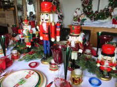 The Welcomed Guest: Nutcracker Tablescape - I have those plates :)
