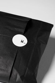 Black packaging - 7 Ways to Pull Off Black Gift Wrap This Year – Black packaging Clothing Packaging, Fashion Packaging, Jewelry Packaging, Black Packaging, Print Packaging, Packaging Design, Packaging Stickers, Product Packaging, Packaging Ideas