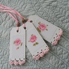 Paper tags with crochet edging. This simple crochet edging adds further interest to the tags ! Crochet Borders, Crochet Patterns, Crochet Edgings, Crochet Ideas, Crochet Gifts, Knit Crochet, Handmade Gift Tags, Handmade Bookmarks, Paper Crafts
