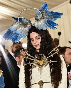 Lana Del Rey wore an avian headpiece to the Met Gala