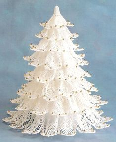 I've seen so many different types of christmas trees made with doilies, and I couldn't decide which one to share, so I thought it might be nice if I shared several simple Lace Doily Christmas Tree Ideas with you
