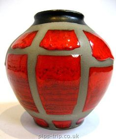 Iconic West German ceramic pot dating from the 1960s/70s from Carstens Tonnieshof