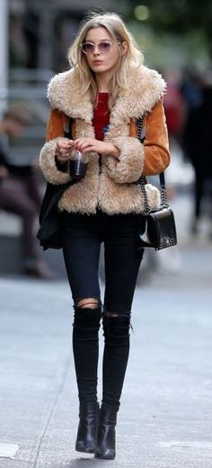 how to style a fur jacket / bag + top + black skinnes + boots