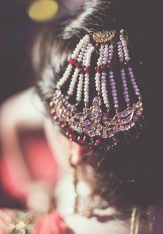 Bridal Jhoomar designs to Swoon Over - Our Fav Paasa Designs Fab Real Brides Flaunted! Indian Wedding Henna, Big Fat Indian Wedding, Desi Wedding, South Asian Wedding, Wedding Looks, Indian Weddings, Real Weddings, Headpiece Jewelry, Bridal Jewelry