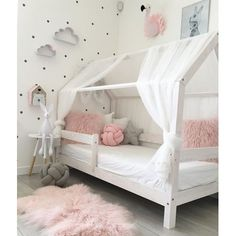 This particular shared girls room is honestly a striking design conception. Kids Bedroom Designs, Baby Room Design, Baby Room Decor, Big Girl Bedrooms, Little Girl Rooms, Girls Bedroom, Boy And Girl Shared Room, Toddler Rooms, House Beds