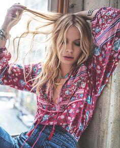 ╰☆╮Boho chic bohemian boho style hippy hippie chic bohème vibe gypsy fashion indie folk the . Gypsy Look, Gypsy Style, Hippie Style, Bohemian Style, Cute Fashion, Look Fashion, Womens Fashion, Fashion Trends, Gypsy Fashion