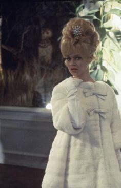 Brigitte Bardot in white mink coat, photo by Nicolas Tikhomiroff, 1960 Fourrure… Brigitte Bardot, Bridget Bardot, Sophia Loren, Fur Vintage, Christian Dior, Divas, Wedding Fur, Dream Wedding, Isabelle Adjani