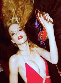 Vanessa Axente channeling Jerry Hall for #VogueItalia