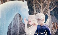 Jelsa has always been themed as a supporting relationship between two people. Rooting for each other in one another's… Frozen And Tangled, Disney Frozen Olaf, Disney Princess Frozen, Jelsa, Minecraft Pixel Art, Minecraft Skins, Minecraft Buildings, Sailor Princess, Princess Luna