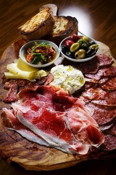 Cucina Grand Platter Wolfgang Puck's Pizzeria & Cucina, Crystals at CityCenter Italian meats such as salami and prosciutto and cheeses including fontina and Gorgonzola are served with roasted red pepper tapenade and cured olives, Meat Platter, Antipasto Platter, Cheese Platters, Food Platters, Mets, Food Presentation, Food Inspiration, Italian Recipes, Food Photography