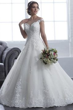 Fashionable Tulle Bateau Neckline A-line Wedding Dress With Beadings & Lace Appliques