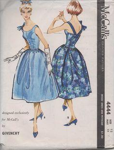 Moda Vintage, Vintage Girls, Vintage Dresses, Vintage Outfits, Vintage Fashion, 50s Vintage, Vintage Paper, Vintage Style, Retro Pattern