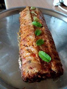 Melegen is nagyon finom, kínálhatjuk bármilyen körettel! Hidegen is fogyaszthatjuk, így akár a hidegtál dísze is lehet. Az ünnepi ebédek kedvence! Hozzávalók 50 dkg sertés[...] Meat Recipes, Cooking Recipes, Hungarian Recipes, Food 52, Meatloaf, Carne, Banana Bread, Side Dishes, Bacon