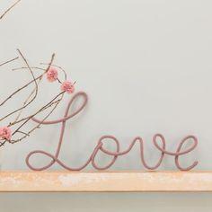 """Mot """"Love"""" en laine"""