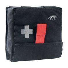 IFAK Pouch S First Aid Kit van Tasmanian Tiger met snelle toegang tot de uitrusting. Het paneel voorzien van afzonderlijke lussen kan eenvoudig uit het etui worden getrokken. https://www.urbansurvival.nl/product/ifak-pouch-s/