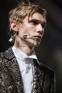 Alexander McQueen - Runway - London Collections Men AW16 #Valentino