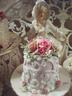 SHABBY COTTAGE ROSE DECORATED FAKE CAKE CHARMING!!