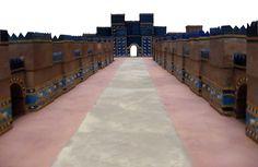 Reconstrucción de la Via de las Procesiones y la Puerta de Ishtar de la ciudad de Babilonia (s. VII a.C). Arte babilónico.