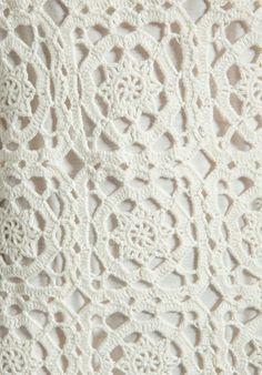Anjo na lua: Na passarela,vestido branco de crochet com gráfico