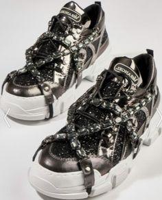 Siyah taşlı Bambi kokoş pullu spor ayakkabı modeli | Kadınca Fikir - Kadınca Fikir Bambi, Balenciaga, High Tops, High Top Sneakers, Fashion, Moda, La Mode, Fasion, Fashion Models
