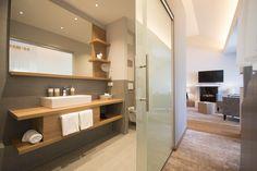 Das #Badezimmer unserer #Moselsuite No2 mit #Schiebetür, großer Badablage und #Regendusche. Double Vanity, Bathroom Lighting, Mirror, Furniture, Home Decor, Bathroom, Homemade Home Decor, Bathroom Vanity Lighting, Mirrors