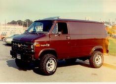 Shoe horn LS in 1975 Chevy van Hot Rod Trucks, Lifted Trucks, Chevy Trucks, 4x4 Van Conversion, Mens Vans Shoes, Vans Men, Lifted Van, Gmc 4x4, Chevrolet Van