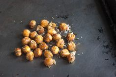 Roasted Chickpeas Recipe. I couldn't decide on one flavor so I made six! Check these out! Oven Roasted Chickpeas, Ranch Chickpeas, Dog Food Recipes, Snacks Recipes, Healthy Snacks, Easy Snacks, Yummy Snacks, Free Recipes, Healthy Eating