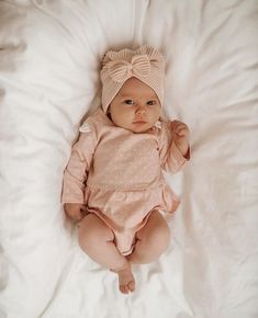 Cute Baby Couple, Cute Little Baby, Cute Babies, Country Baby Pictures, Cute Baby Pictures, Cute Baby Girl Outfits, Cute Baby Clothes, Baby Girls, Baby Smiles