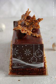 day24011 Waiting for Christmas : Jour 24 Buche Noel 2013 (mousse chocolat, coeur mascarpone vanille, caramel fudge aux noix de pécan, biscuit croustillant cacao)