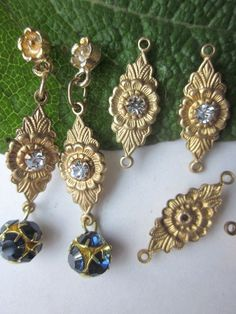 Hey, I found this really awesome Etsy listing at https://www.etsy.com/listing/175427139/vintage-floral-swarovski-crystal