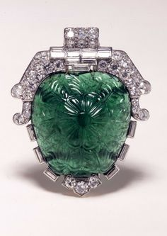 Dress Clip By Cartier - 17th-18th Century Mughal Carved Emerald Set In A Diamond And Platinum Mount Dating 1935 - The British Museum