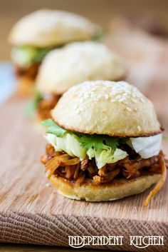 BBQ Pulled Jackfruit Sliders - looks amazing! I've been obsessed with the flavours of bbq pulled pork lately and this looks like an awesome meatless way to have it!