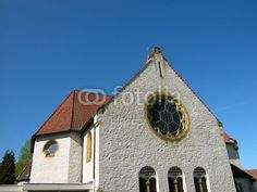Giebel der evangelischen Kirche in Helpup bei Oerlinghausen in Ostwestfalen-Lippe am Teutoburger Wald