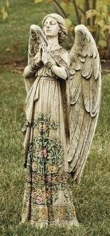 Angel Statue .... ha ha yeah right. DON'T BLINK!>> really pretty though... Don't let your eyes device you